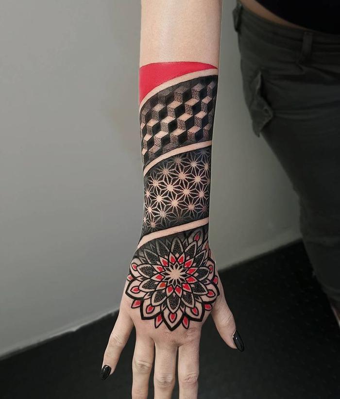 diseños de tatuajes en estilo Trash Polka, tatuajes de lineas super originales, fotos de tattoos geométricos