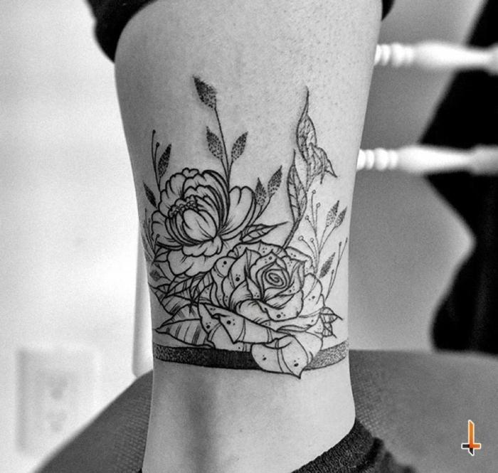ideas de tatuajes pierna, bonito diseño de tatuaje pierna con dos rosas, tattoos con rosas hombres y mujeres