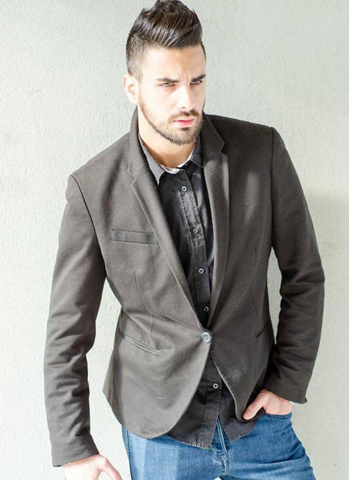 ideas de ropa moderna hombre, chaqueta a medida color gris combinada con vaqueros claros