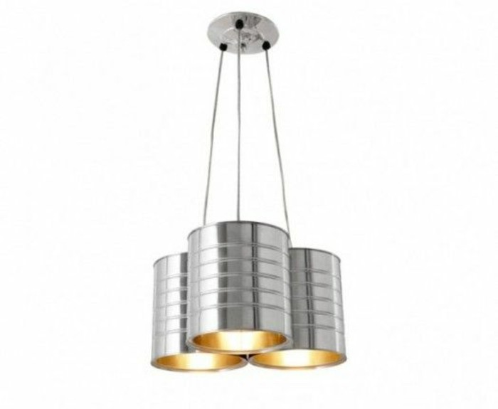 lámpara casera hecha de latas, bonitos proyectos DIY con materiales reciclados, latas de conserva decoradas