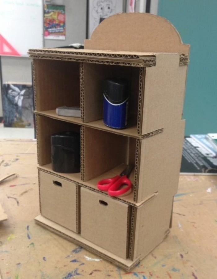 mesa de carton y estantes, las mejores propuestas de muebles DIY con materiales de reciclaje