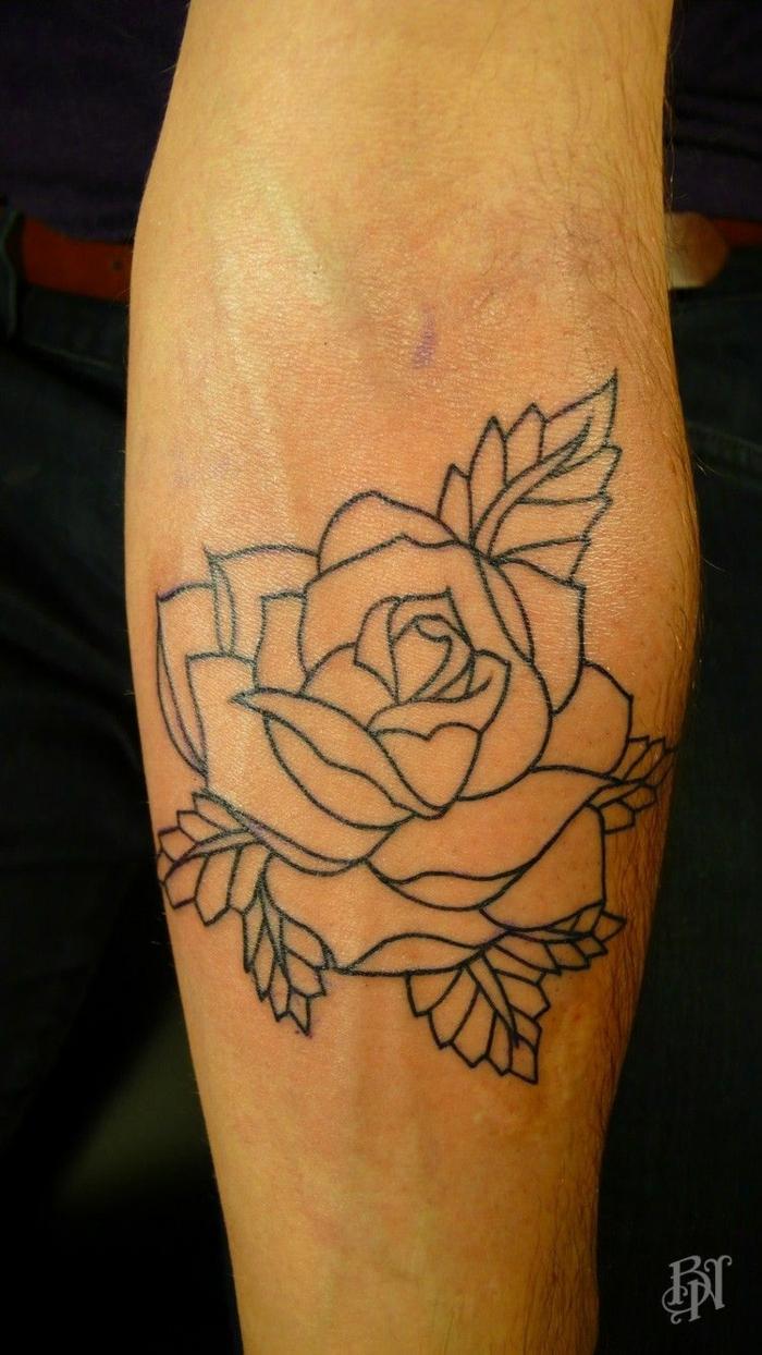 tattoo flor rosa en estilo old school, diseños de tatuajes con rosas para hombres, pierna tatuada