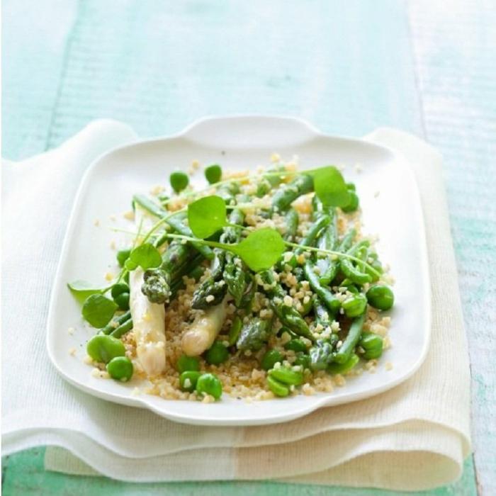 ensaladas sanas con verduras, propuestas de ensaladas saludables con quinoa, espárragos y verduras