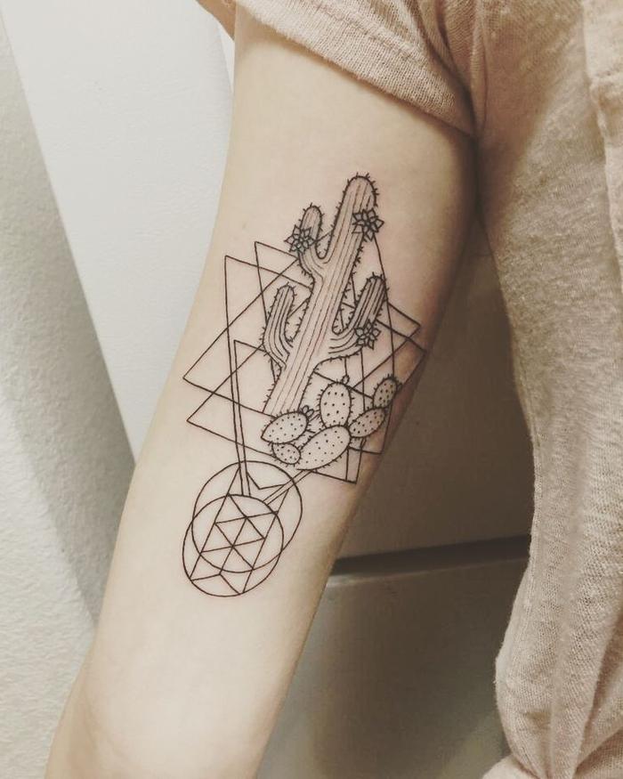 tatuajes de lineas y figuras geométricas, tatuaje con cactus, círculos y triángulos, tattoo brazo mujer