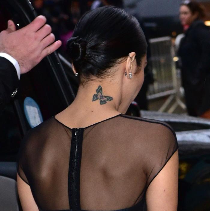preciosas ideas de tatuajes en la nuca para mujeres, tattoos en el cuello con mariposas
