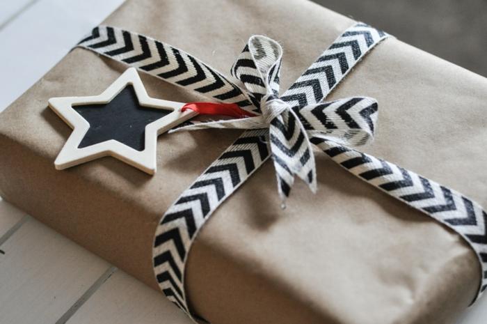 cajas con regalos envueltos en papel embalaje y bonita decoración paso a paso, ideas originales