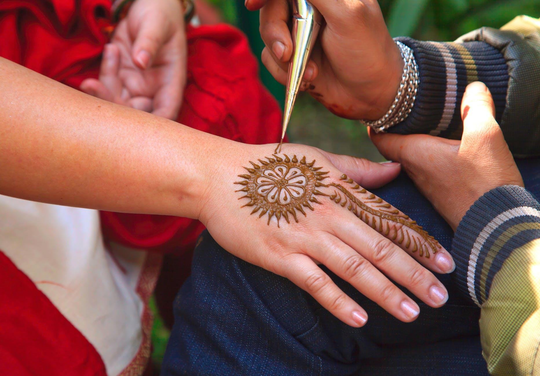 increíbles propuestas de tattoos hechos con henna, diseños de tatuajes temporales que lucen espectacular