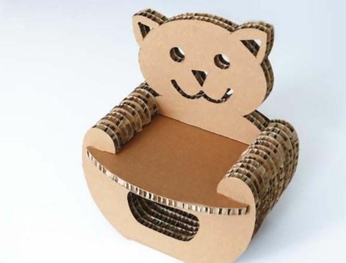 pequeña silla hecha de cartón en forma de oso, las mejores ideas de muebles con reciclaje