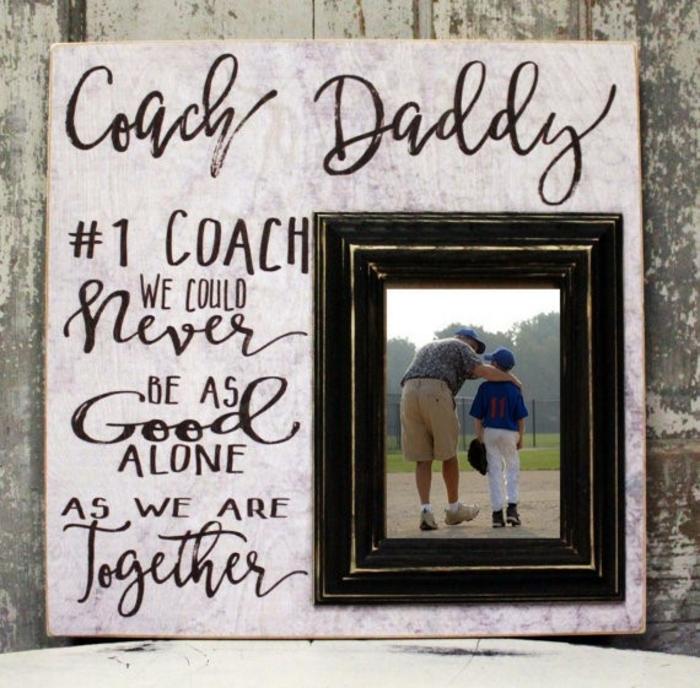 bonito marco hecho a mano para regalar a tu padre en el Día del padre, imagines con regalos caseros originales