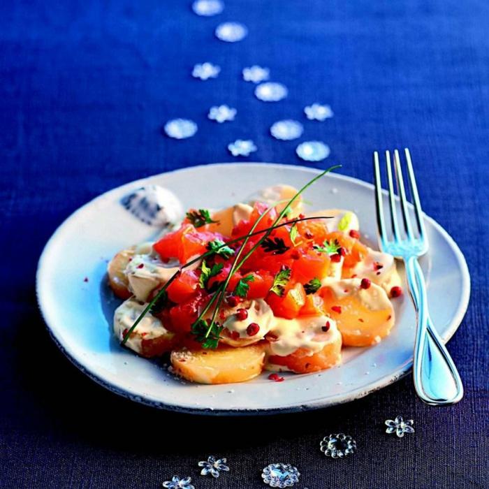 propuestas de ensaladas navideñas super originales, ensalada con patatas cocidas, tomates y verduras
