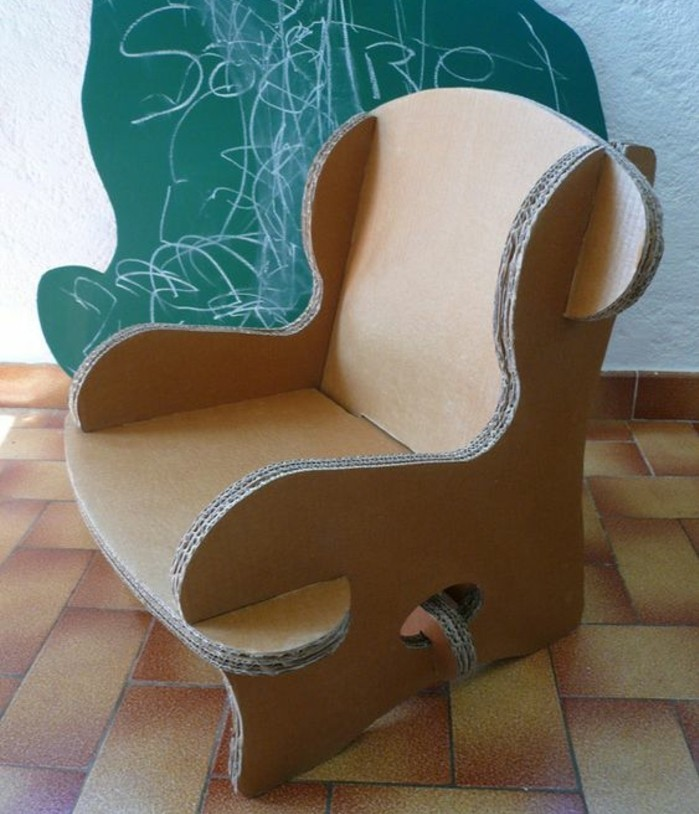 sillones modernos y originales en imagines, muebles hechos de materiales reciclados como cartón