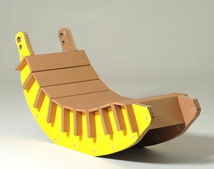 sillon super original para tu jardín en forma de plátano, imagines de muebles de cartón originales