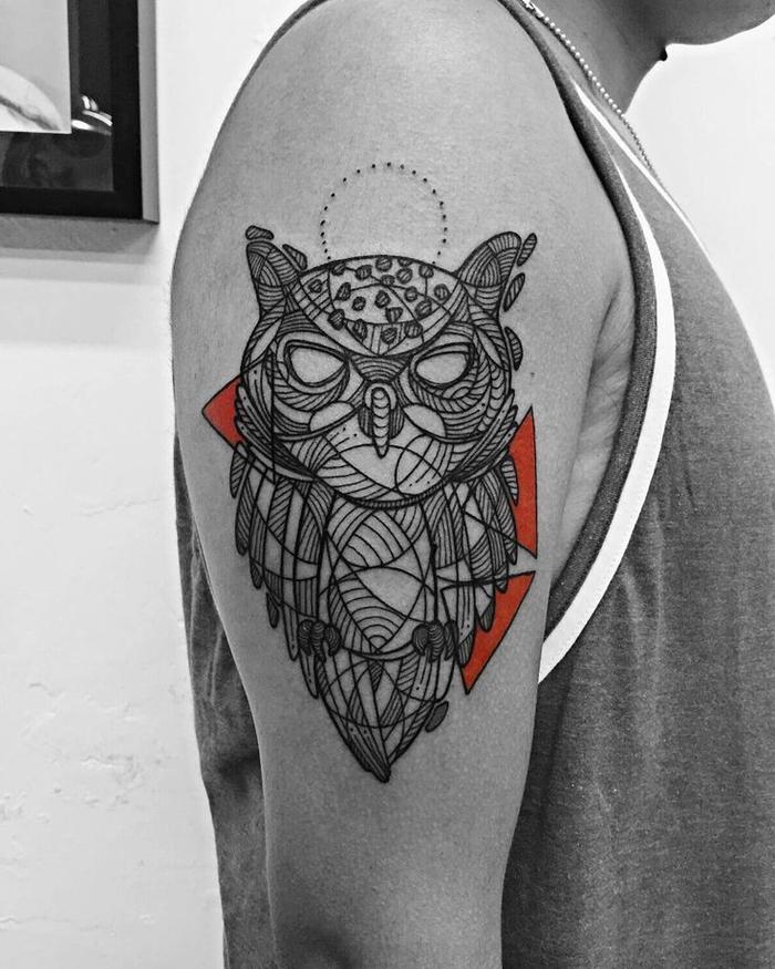tattoo con buhó en el hombro, ideas de tatuajes lineas para hombres y mujeres, ejemplos originales