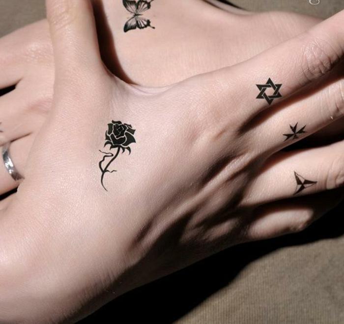 diseños bonitos y femeninos de tattoo falso, tatuajes en los dedos en estilo minimalista