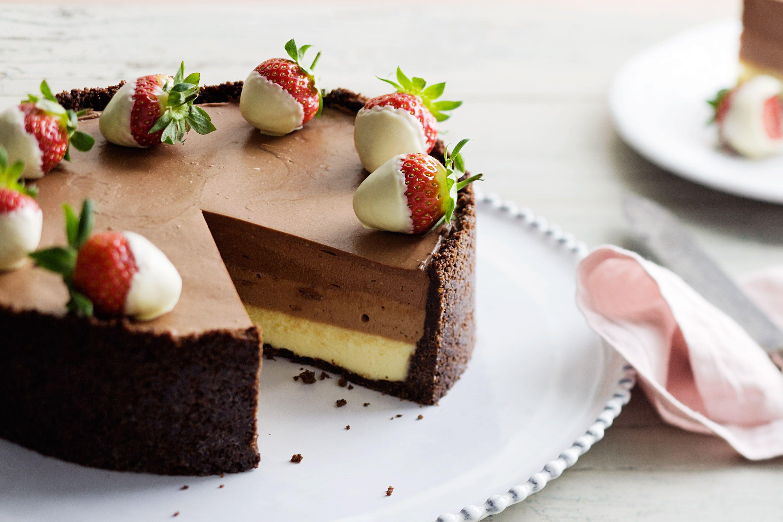 recetas de tartas de tres chocolates super fáciles, tarta de queso original a las tres chocolates con fresas