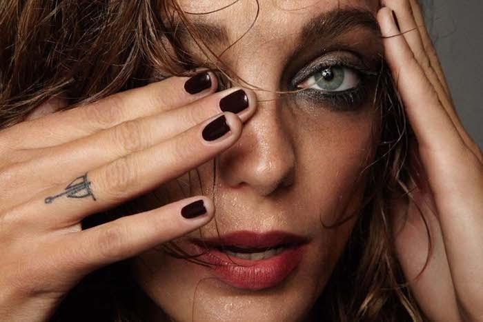 diseños de tatuajes simbólicos para hombres y mujeres, tattoo dedos original en el dedo anular