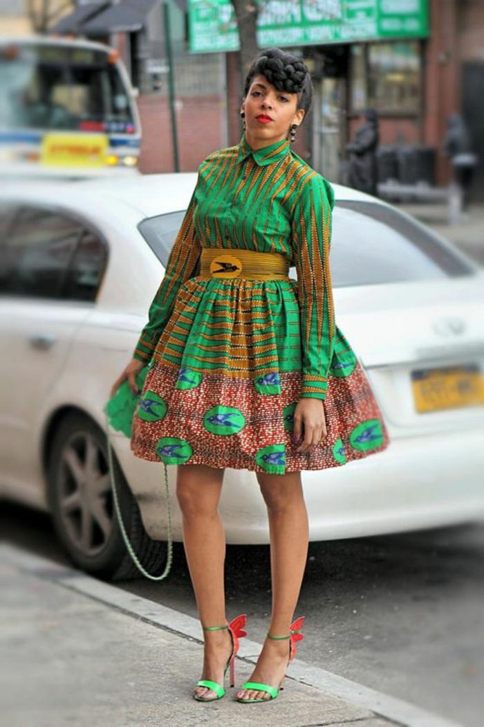 vestido étnico en verde, beige y rojo, moda africana diseños de prendas originales y coloridas