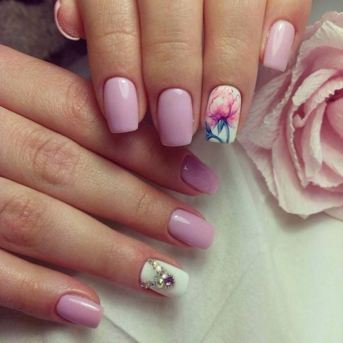 uñas con piedras, los mejores diseños en más de 100 imagines, uñas largas de forma cuadrada pintadas en rosado y blanco con motivos florales