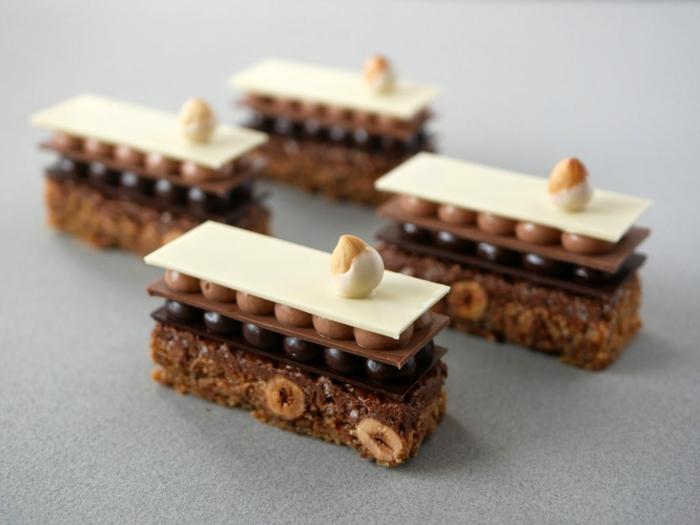 ideas únicas de tartas de tres chocolates originales, pequeños pasteles con chocolate blanco, con leche y negro