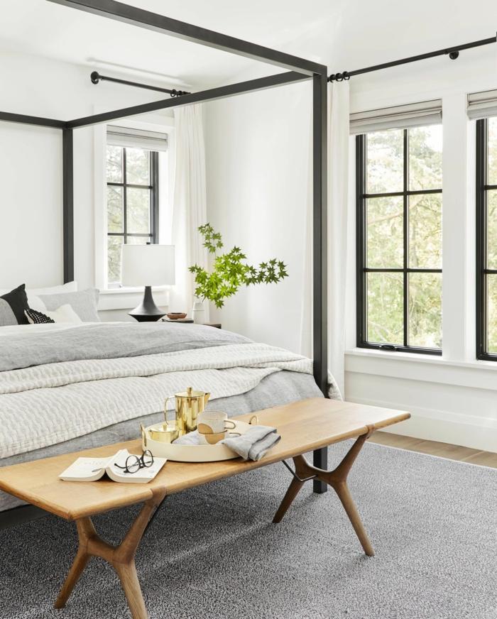 bonitas ideas de dormitorios de matrimonio modernos en imagines, dormitorio decorado en blanco y negro con pie de cama de madera