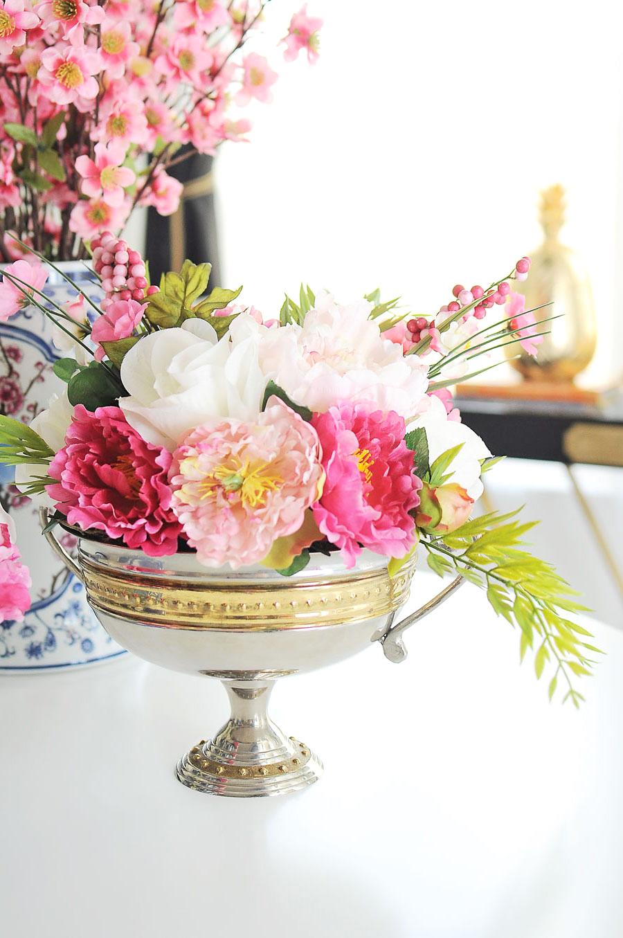 decoracion mesa con flores, preciosas ideas de centros de mesa caseros, flores en blanco y rosado