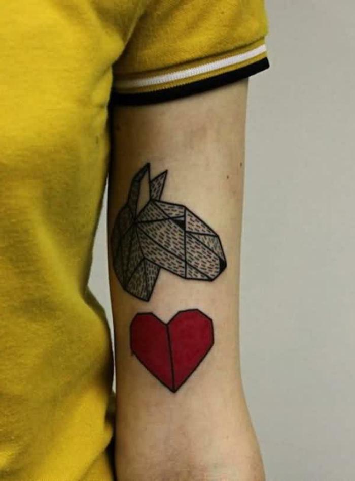 diseños de tatuajes con corazon en el brazo, tatuajes de amor personales con fuerte significado
