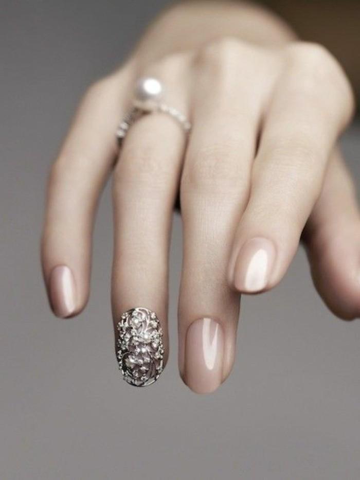bonitos diseños de uñas decoradas con piedras, uñas elegantes, decoración bonita en el dedo anular