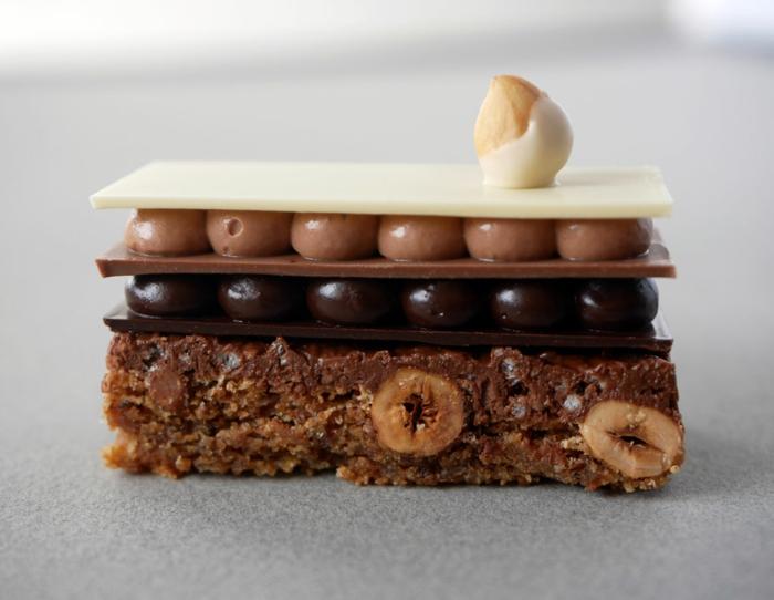 originales ideas y recetas tarta 3 chocolates, mini tarta con almendras chocolate negro, chocolate con leche, chocolate blanco