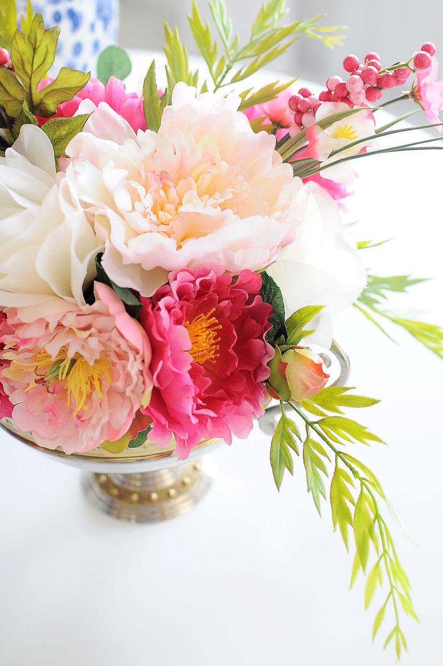 preciosas maneras de decorar la mesa con flores, ideas de decoración de mesas originales