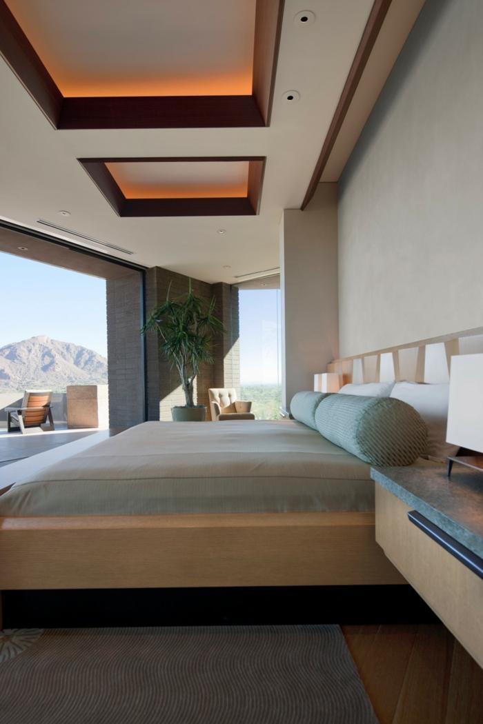 dormitorio espaciosos con paredes en gris, techo en beige y cama grande, ideas de dormitorios matrimonio