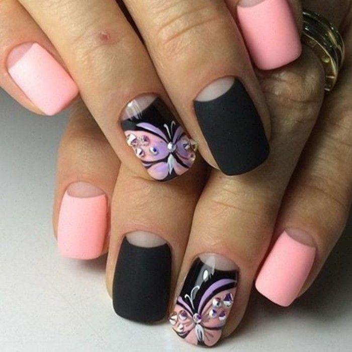 preciosa combinación de colores, uñas de forma cuadrada en rosado y negro, diseños de uñas decoradas con piedras