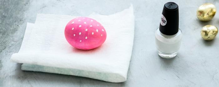 manualidades huevos de pascua originales, huevo pintado en rosado decorado con esmalte de uñas color blanco