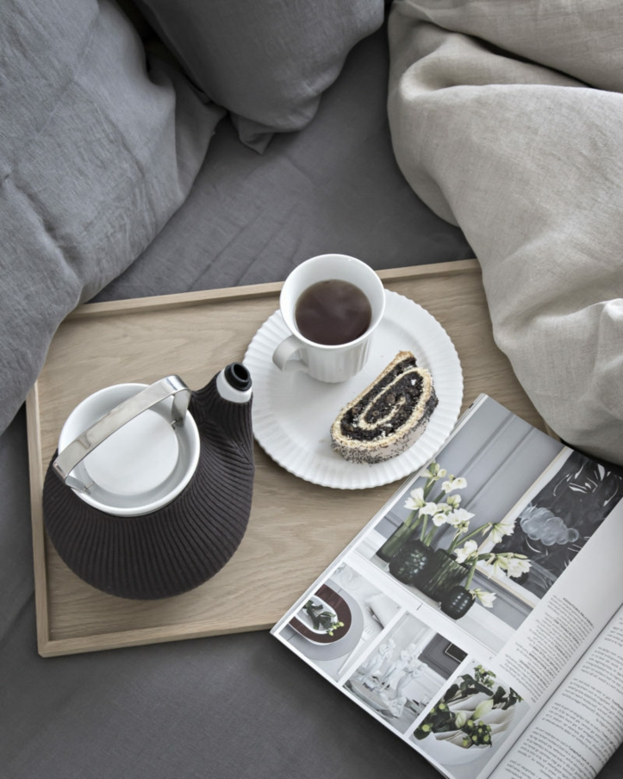colores en tendencias para dormitorios matrimonio, sábanas en los tonos del gris, decoración habitación