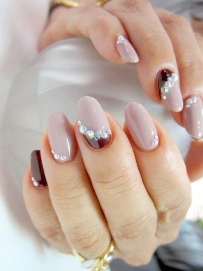 uñas decoradas con piedras, los mejores diseños de uñas con cristales, uñas en beige y color bordeos con perlas