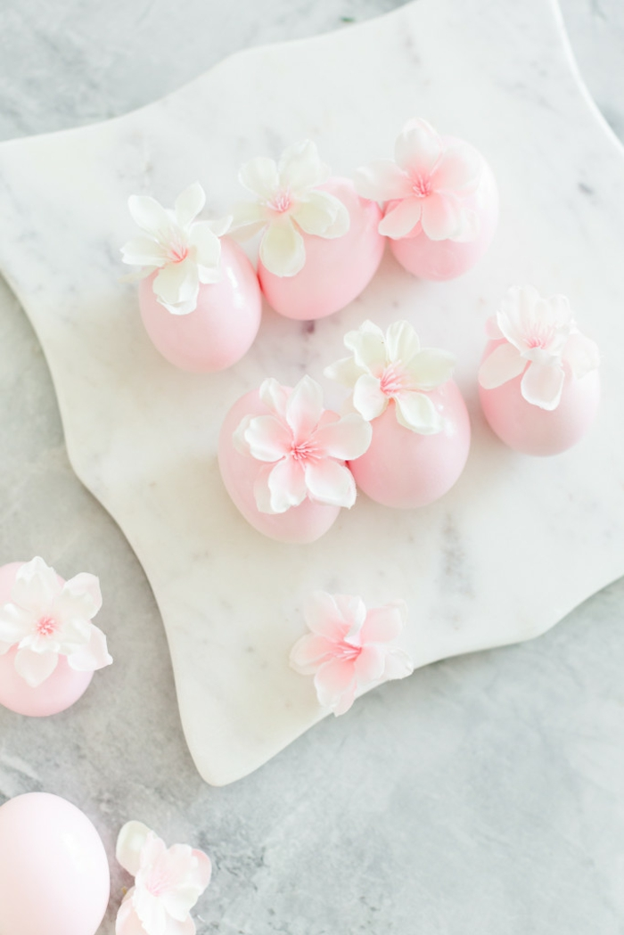 maravillosas ideas de decoracion de Pascua, huevos de Pasua en rosado con flores, manualidades huevos de pascua
