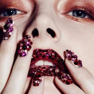 100 ideas de diseños de uñas con piedras - tendencias 2017