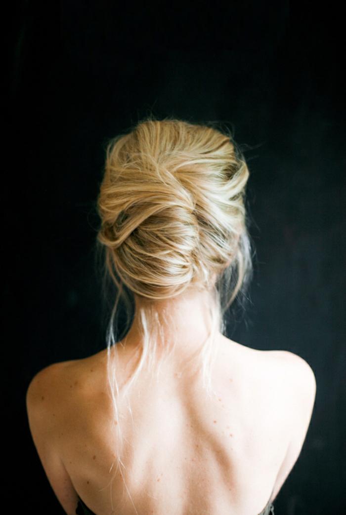 recogidos bajos con mucho estilo, ideas de recogidos para media melena y cabello alto