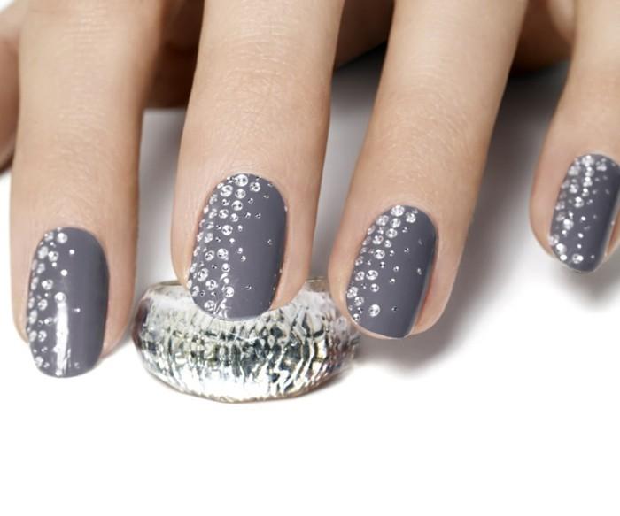 diseño de uñas elegantes y femeninas, imagines de uñas decoradas con piedras y cristales
