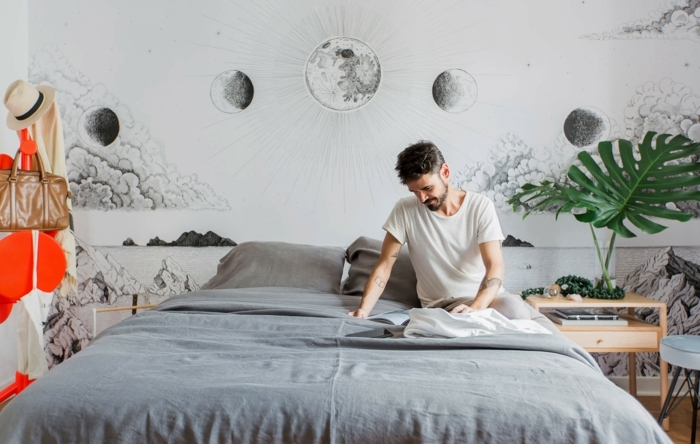 ideas de dormitorios modernos decorados con mucho encanto, paredes decoradas con papel pintado, plantas verdes