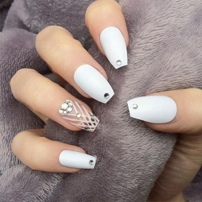 bonitos diseños de uñas largas, imagines de uñas decoradas con piedras, más de 100 diseños