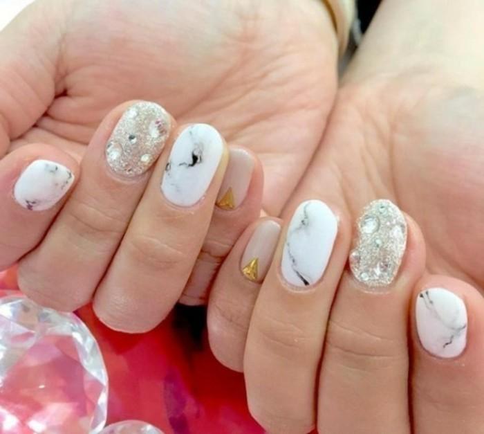 cuáles son los diseños de uñas más actuales, imagines de uñas en bonitos colores con decoración piedras