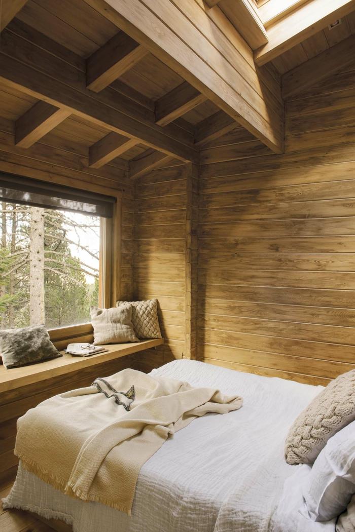 ideas de dormitorios de matrimonio modernos y acogedores, habitación de madera con bonita vista techo abuhardillado