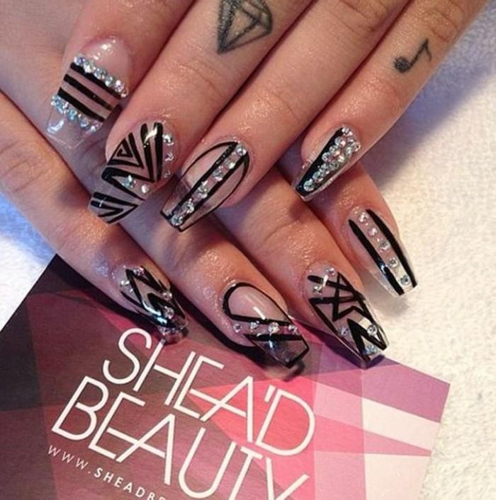 diseños de uñas acrílicas con decoración única, uñas super largas con forma sitletto, imagines de uñas