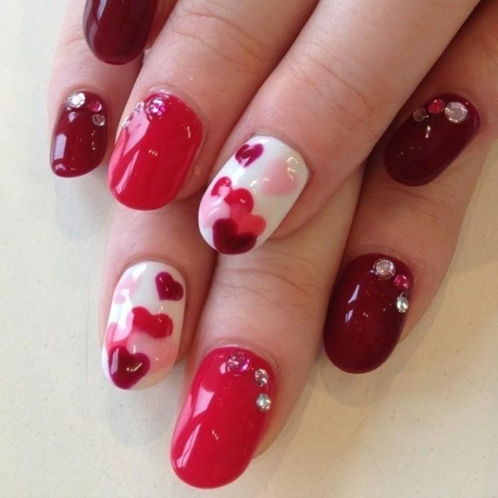 originales imagines de uñas con decoraciones coloridas, uñas pintadas en los tonos del rojo