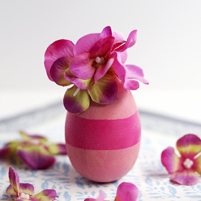 ejemplos sobre cómo pintar huevos y hacer decoraciones caseras para Pascua, manualidades para decorar la casa