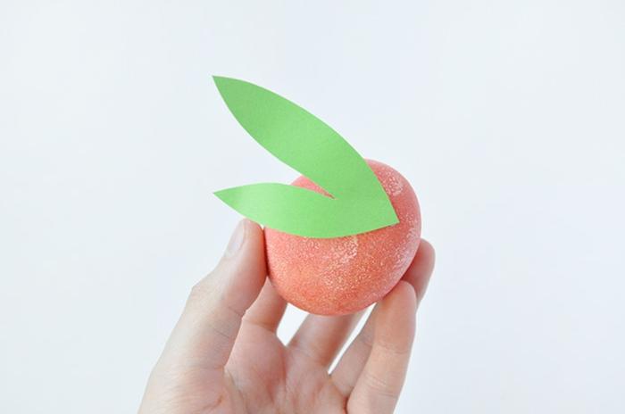 pintar huevos de manera original, huevos decorados de forma creativa, manualidades para niños