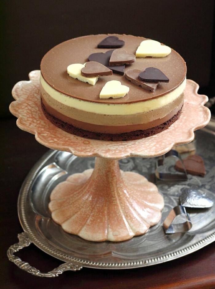 pastel tres chocolates decorado de manera maravillosa, tartas de chocolate con gelatina