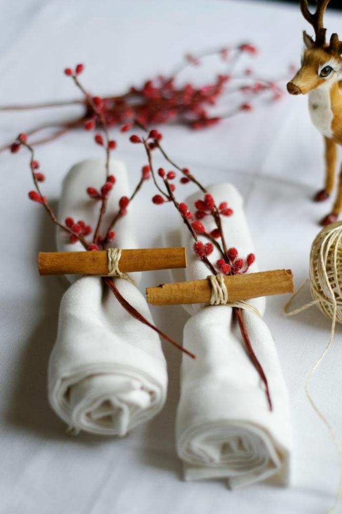 servilletas con flores artificiales y palos de canela para decorar la mesa, decoracion centro de mesa DIY