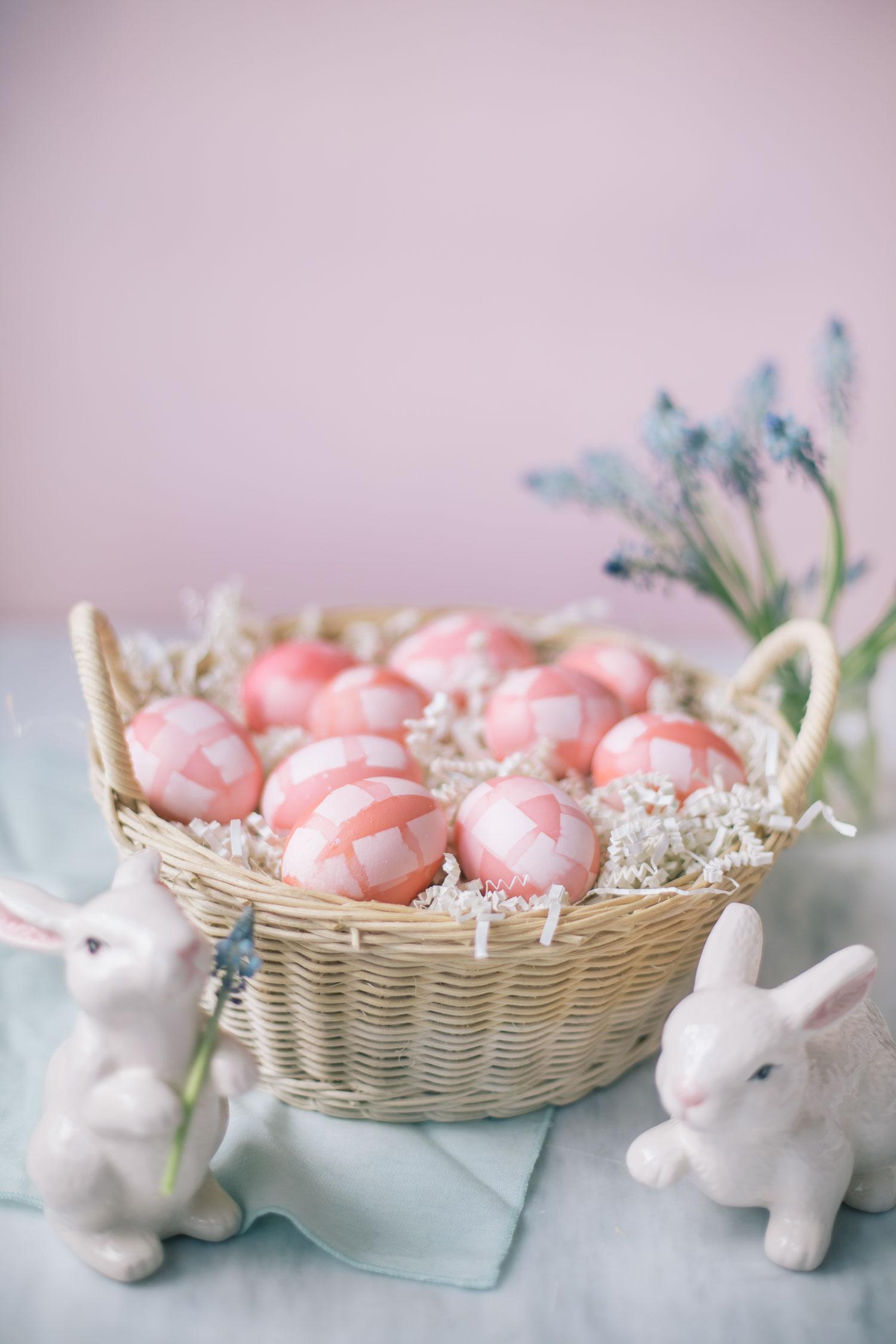 adorables propuestas de huevos de pascua decorados para decorar la casa en Pascua, huevos color naranja