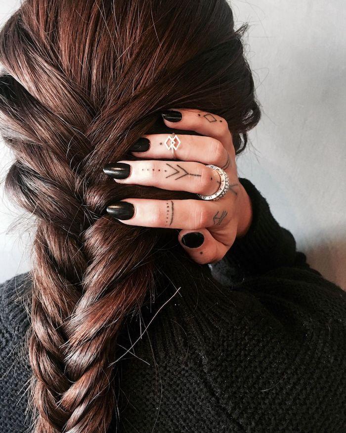 tatuajes para dedos para mujeres, los diseños más bonitos en 7' imagines, tattoos dedos geométricos